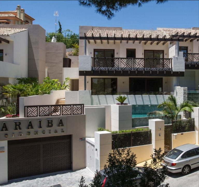 3 Bedroom Semi-Detached House 337m² in Marbella, Costa del Sol