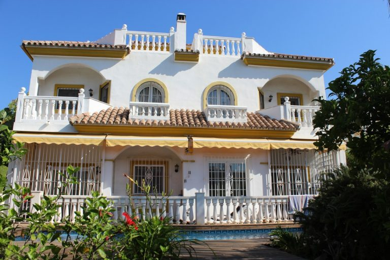 6 Bedroom Semi-Detached House 500m² in Marbella, Costa del Sol