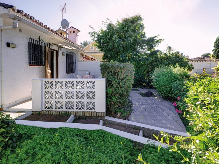 1 Bedroom Semi-Detached House in Marbella, Costa del Sol