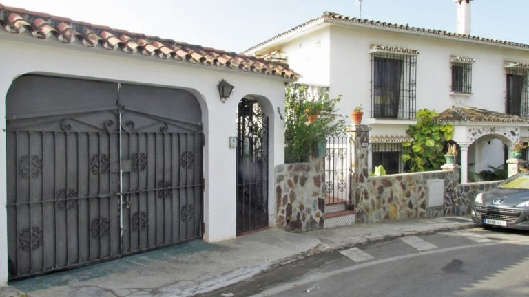 8 Bedroom Semi-Detached House in Marbella, Costa del Sol